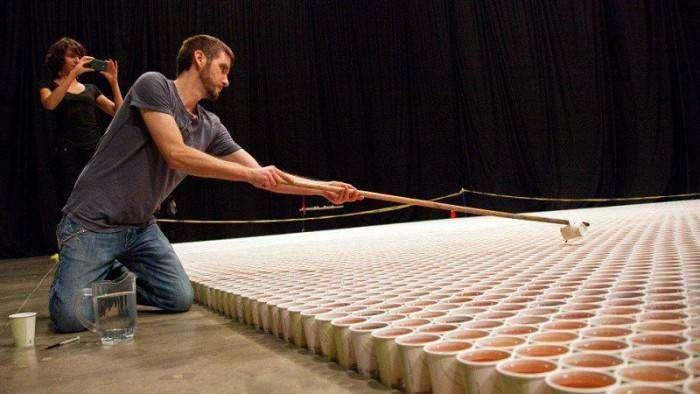 Огромная мозаика из пластиковых стаканчиков (4 фото)