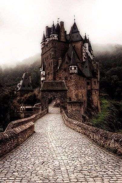 Сказочный замок Эльц, Германия(4 фото)
