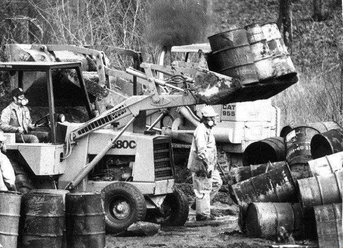 История одной из свалок токсичных отходов в США (4 фото)