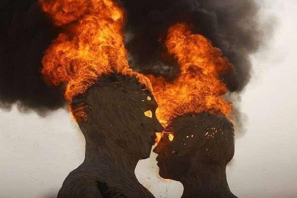 Одна из главных скульптур «Burning Man 2014» — «Объятия» (3 фото)
