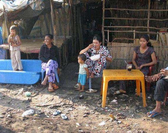 Мусорная деревня (7 фото)
