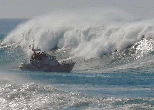 Волны и корабли (65 фото)