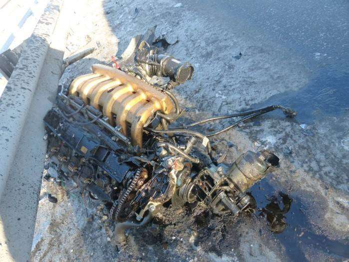В результате аварии из BMW вылетел двигатель  (8 фото)