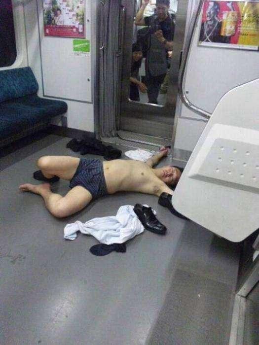 Оказывается, на японских улицах тоже встречаются спящие пьяные люди (20фото)