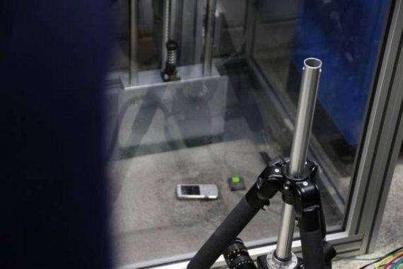 Как проверяют сотовые телефоны (31 фото)