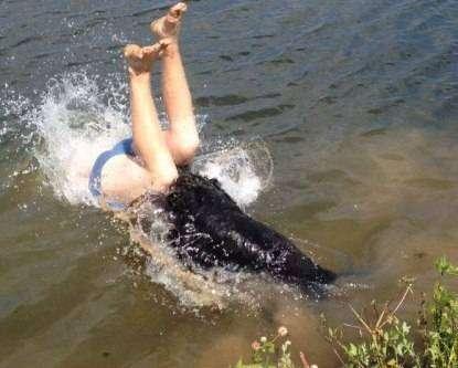 Не очень приятный прижок в воду (3 фото)