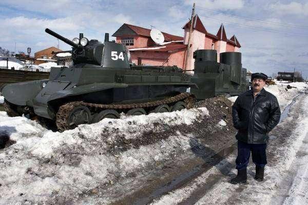 Веревочкин - мастер-самоделкин построил в деревне танковый завод
