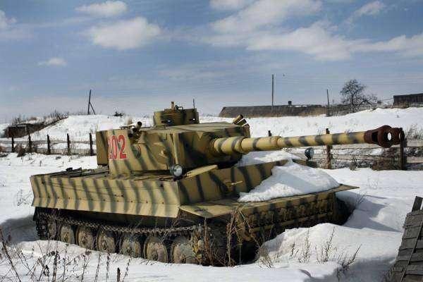 Веревочкин – мастер-самоделкин построил в деревне танковый завод