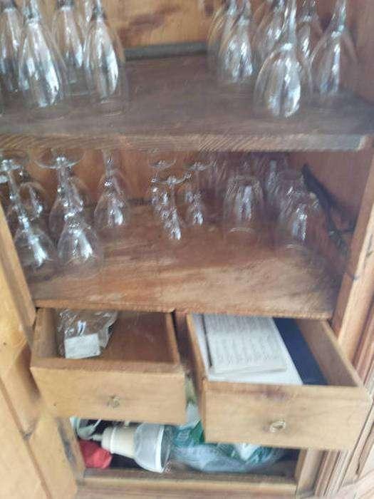 Тайник в старом шкафу (12 фото)