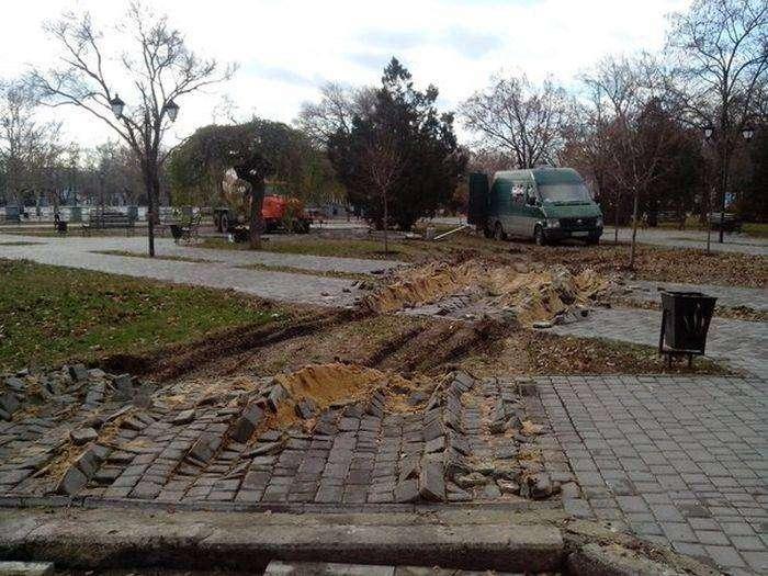Неудачный проезд бетономешалки (3 фото)