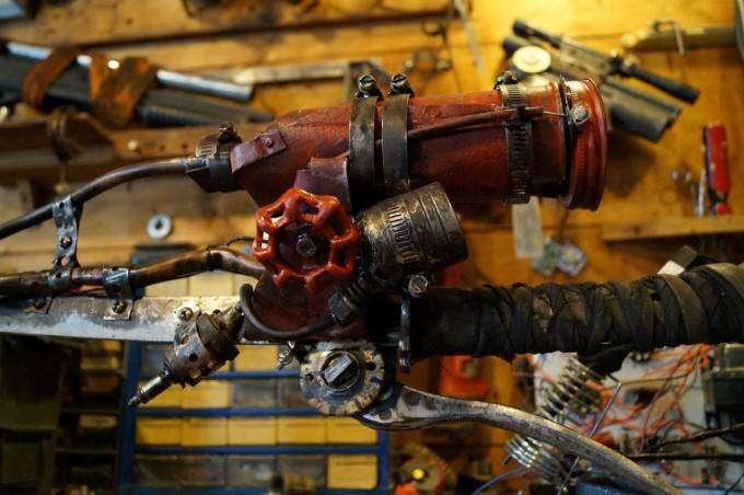 Фанат игры Fallout   сделал меч самостоятельно (11 фото)