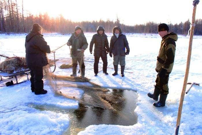 Мунха - зимняя рыбалка по-якутски (17 фото)