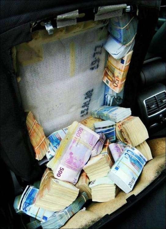 1,8 миллионов евро в спинках автомобильных кресел (5 фото)