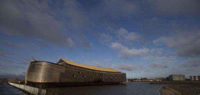 Голландец построил точную копию библейского ковчега (13 фото)