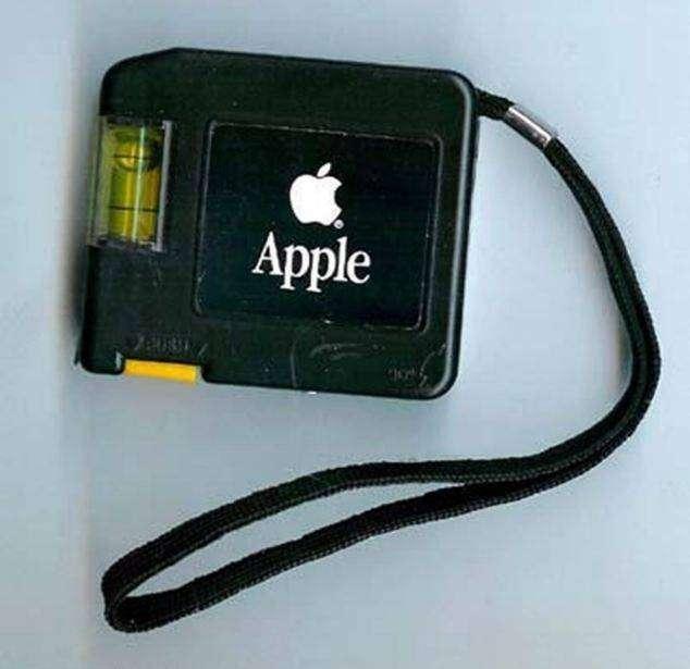 Японец собрал самую большую коллекцию дурацких продуктов Apple (16 фото)