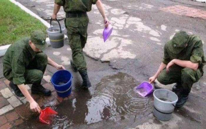 В армии ребята приобретают множество полезных навыков.