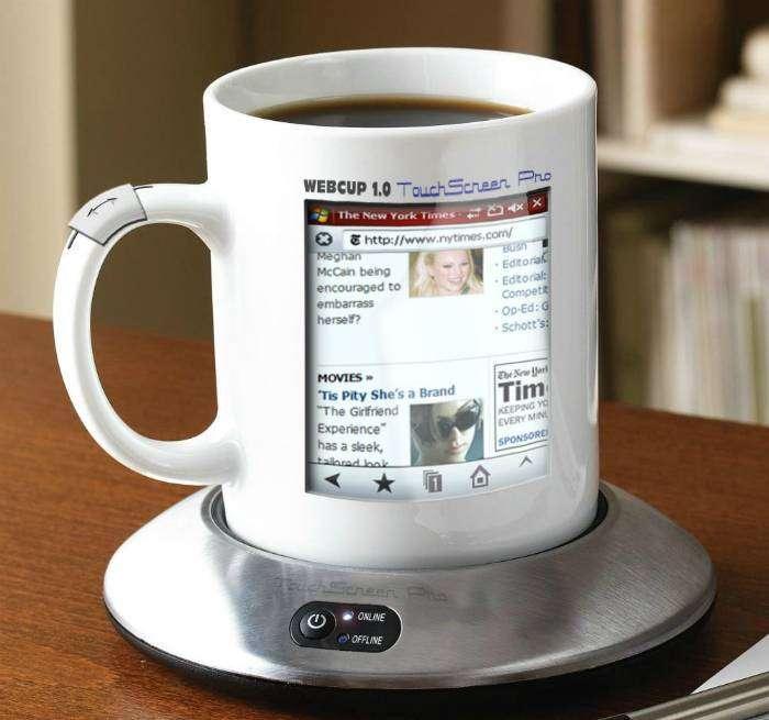 Кружка со встроенным экраном и выходом в интернет, которая позволит совместить утренний кофе с просмотром новостей из социальных сетей.