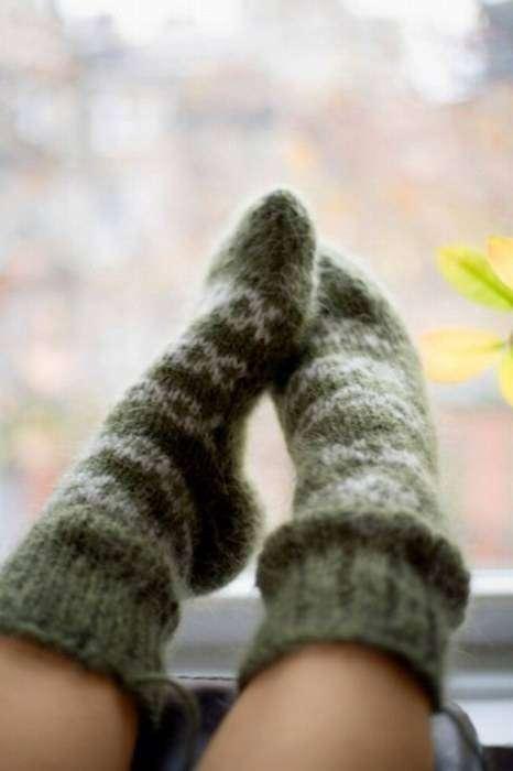 Не забывайте про домашнюю одежду: махровый халат, шерстяная кофта, штаны на флисе и теплые носки, помогут согреться и сохранить здоровье в холодное время года.