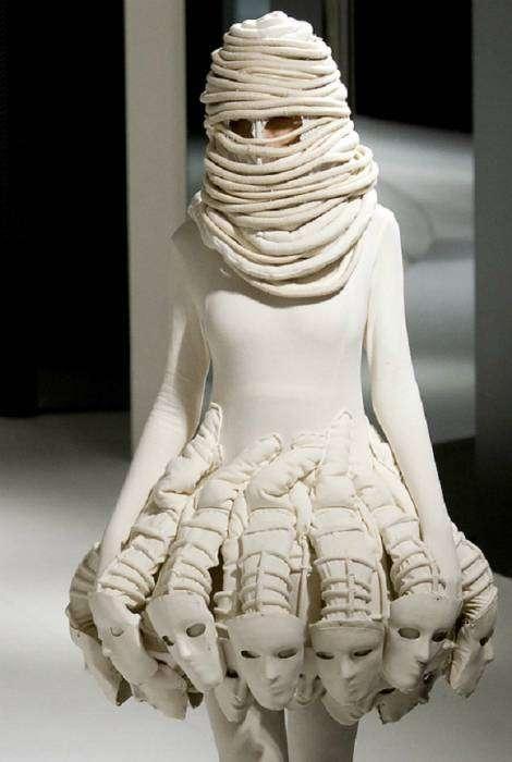 Зимнее коктейльное платье «Невеста мумии».