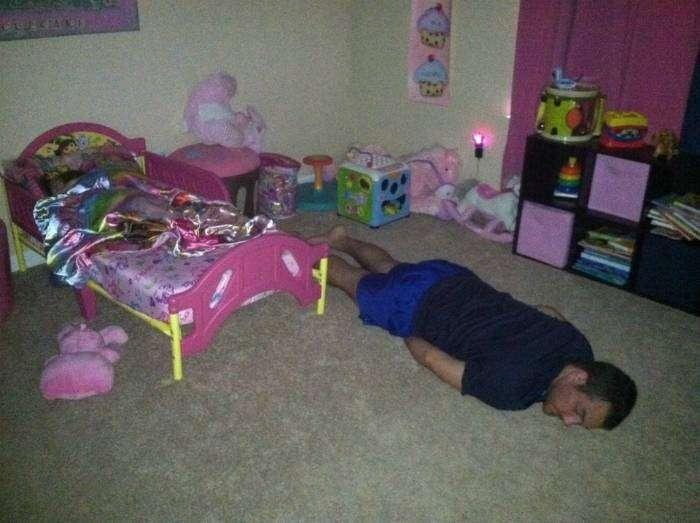 Охранник принцессы выдохся и прилег вздремнуть.