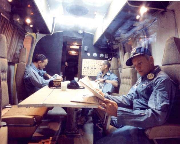 Крутые автомобили NASA: астронавты в карантинном модуле
