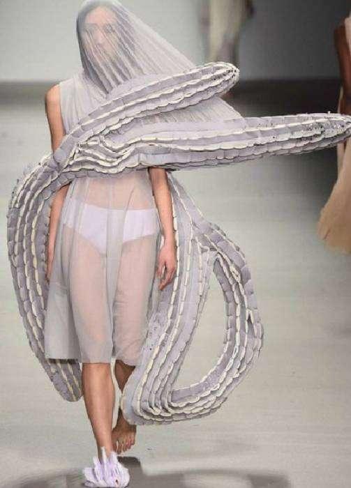 Свадебное платье для смелых невест, которые не бояться, что их жених сбежит.