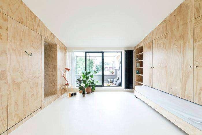 Вся мебель прячется в фанерные стены