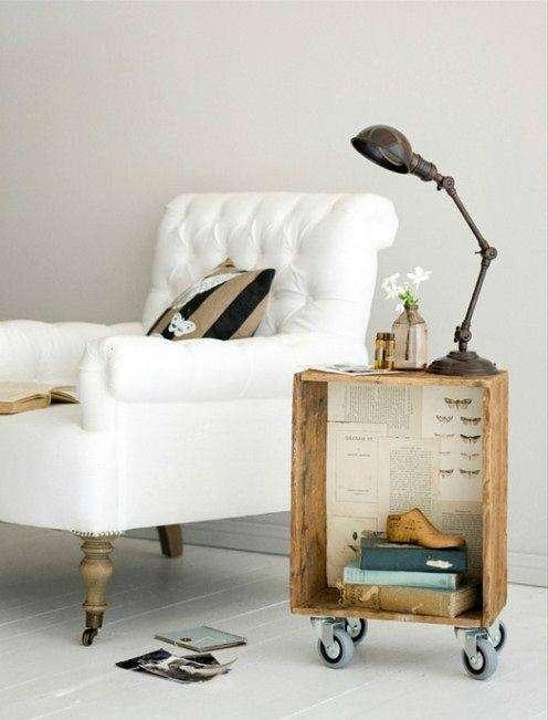 Столик сделанный своими руками из ящика украсит любую комнату.