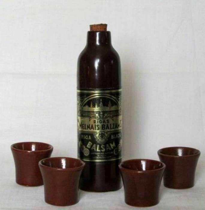Крепкий напиток в керамической бутылке с насыщенным вкусом и горьковато-сладкими нотками, в которых можно было различить липовый цвет, березовые почки, малину, бруснику и корень имбиря.