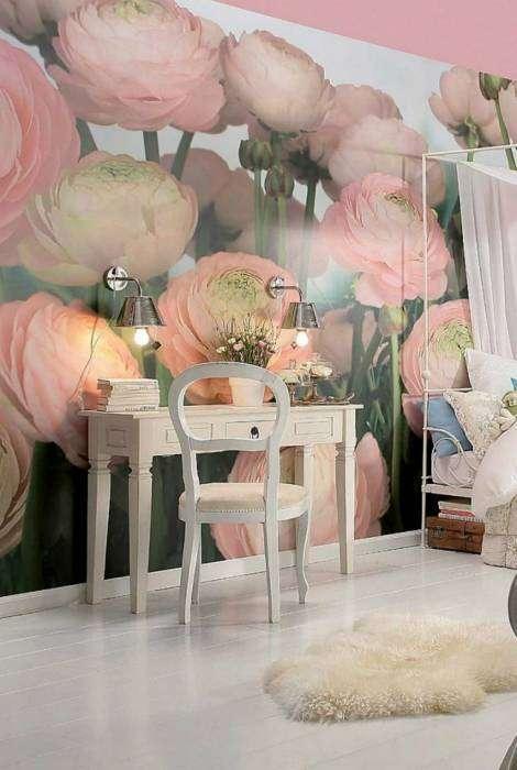 Нежные фотообои с изображением пионов, которые идеально впишутся в декор девичьей спальни.