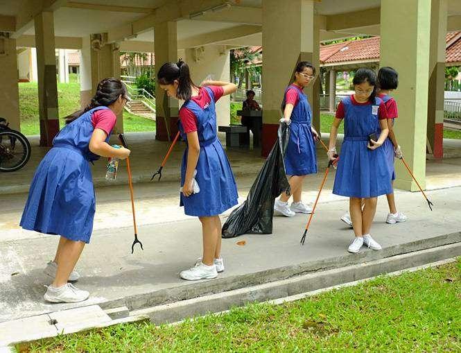 Ученицы школы для девочек героически борются с мусором