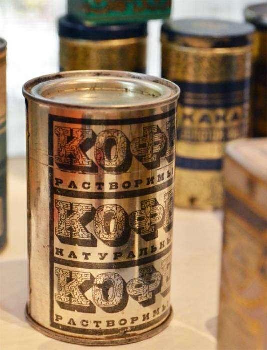 Советский растворимый кофе в жестяных банках, которые до сих пор хранятся в кладовках, гаражах и на дачах.