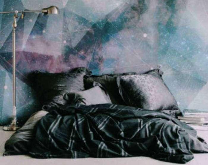 Модные фотообои в космическом стиле - идеально подойдут для украшения стен спальни.