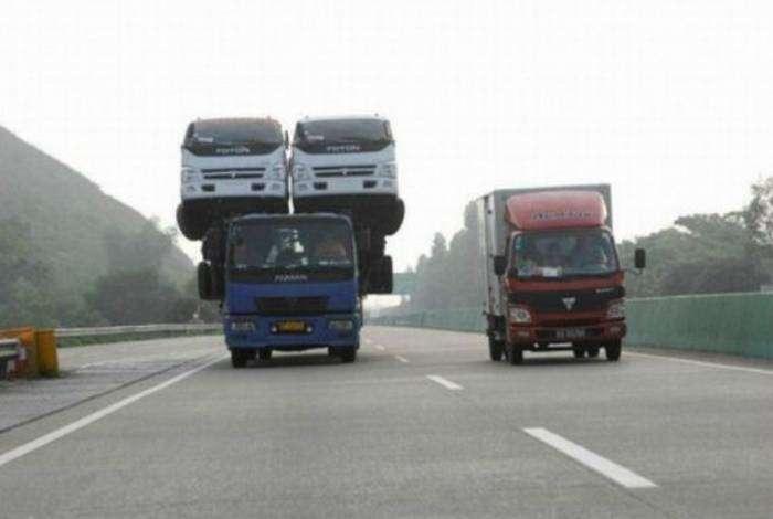 Доставка грузовиков.