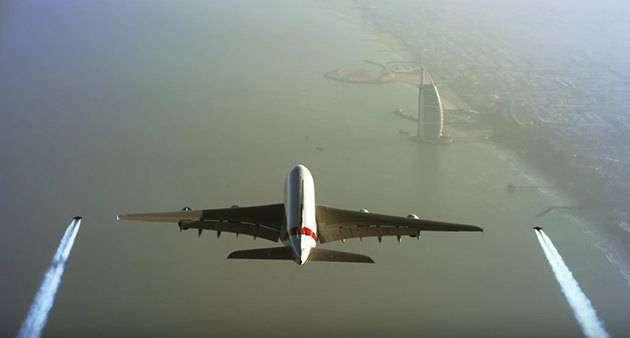 Фото 1 - Полет рядом с Airbus A380: реактивные ранцы в действии