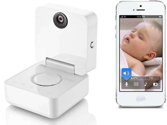 Портативная камера, которая подключается к IPhone посредством сети Wi-Fi и транслирует изображение ребенка на экран телефона.