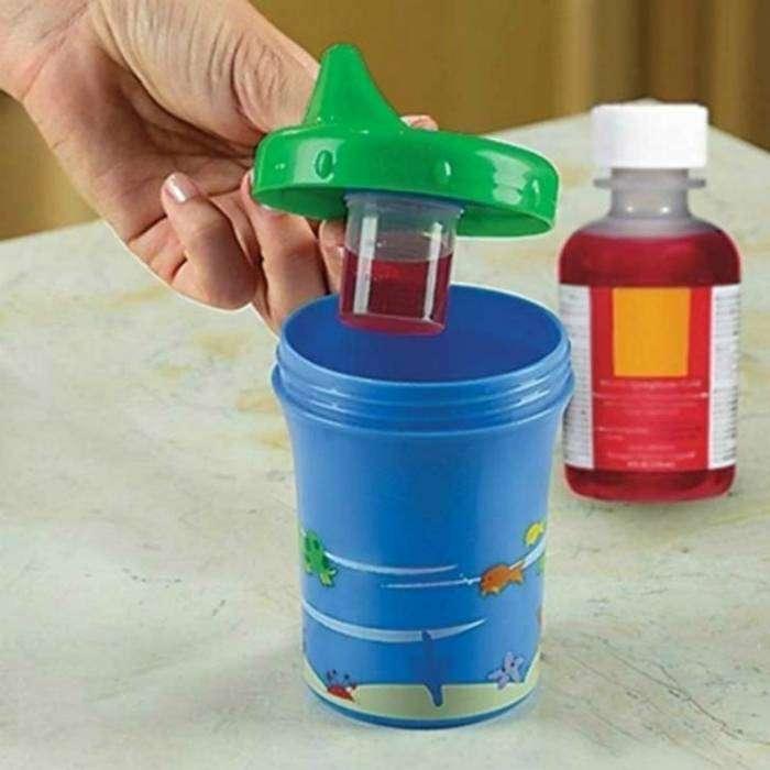 Маскирующая кружка с маленьким контейнером  для лекарств под крышкой.