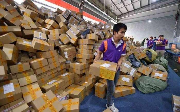 Китайская почта во время Всемирного дня шопинга 11 ноября. Почта России, держись, родненькая!