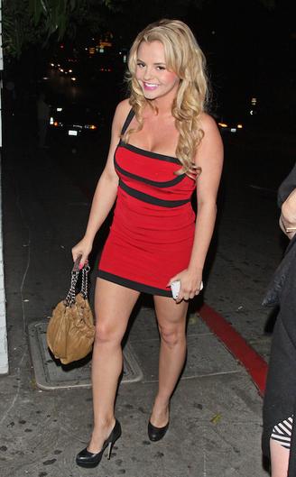 Бри Олсон - девушка Чарли Шина в2011 году, также вероятная жертва вируса