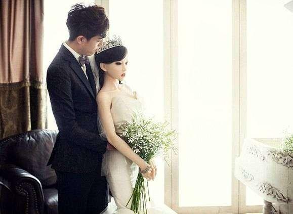 Больной раком китаец женился насекс-кукле