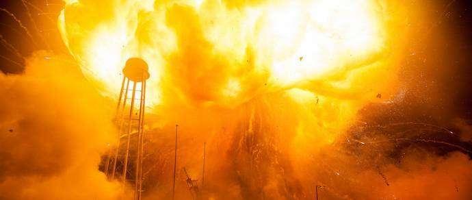 NASA опубликовало «горячие» фото взрыва ракеты на старте
