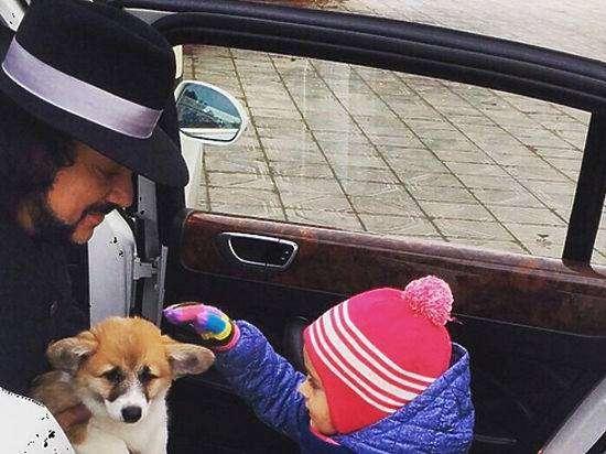 Филипп Киркоров подарил дочери Алле-Виктории щенка породы вельш-корги