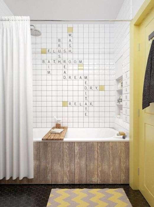 Кроссворд на стене - креативное решение для ванной