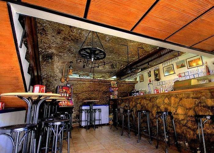 Бары, рестораны и продуктовые магазины считаются лучшими в регионе.