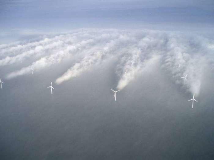 Ветрогенераторы в туманную погоду. Дания
