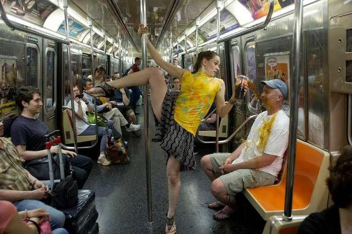 фото пассажиров в метро случайные обнажения