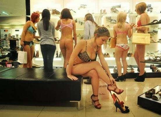 Сотня обнаженных киевлян толпилась в ТЦ за дармовой одеждой