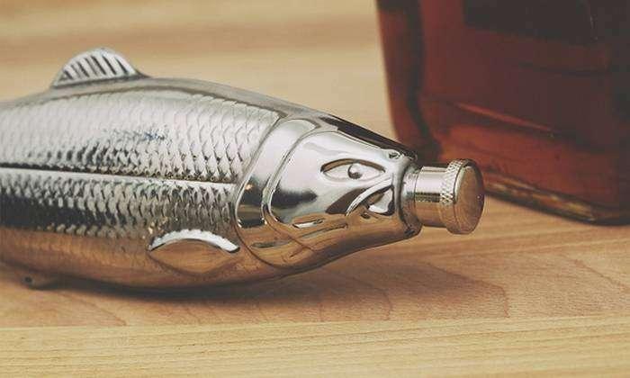 Фляга в форме рыбы.