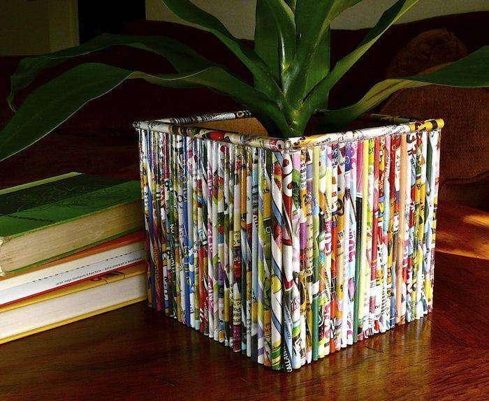 Цветочный горшок, декорированный листами журнала