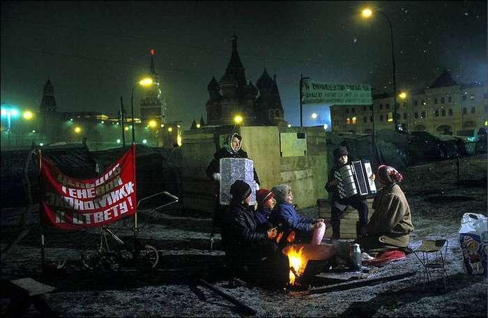 1990 Палаточный городок у стен Кремля.jpg